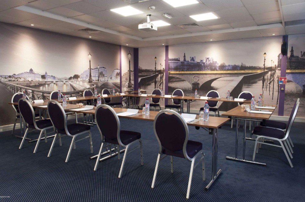 Location salle de r union pour 18 personnes paris proche for Salon de l emploi place de la concorde
