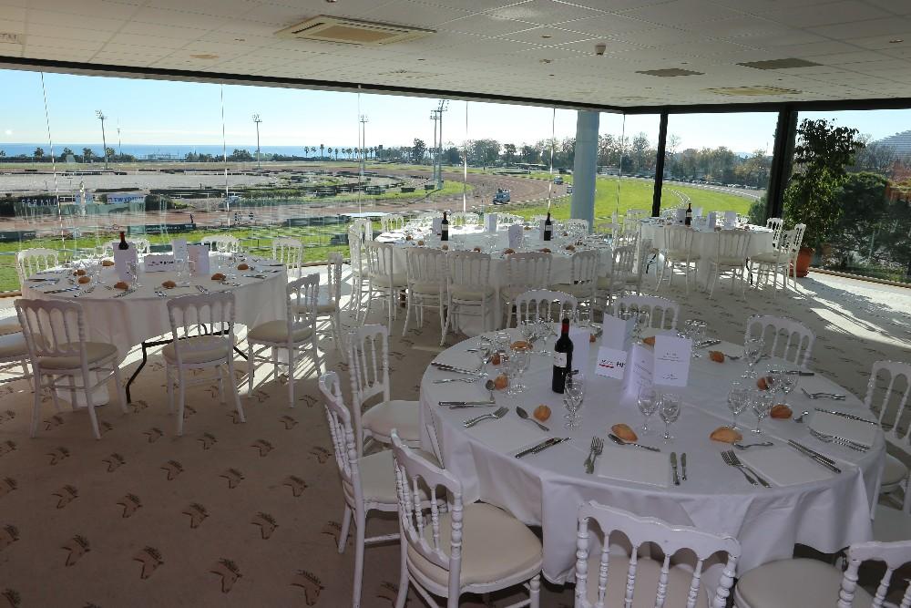 R server salon pour 150 personnes assises avec vue sur mer proche de nice - Salon gastronomique cagnes sur mer ...
