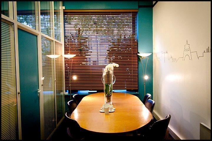 louer une salle de r union pour 8 personnes avenue de la motte picquet paris. Black Bedroom Furniture Sets. Home Design Ideas